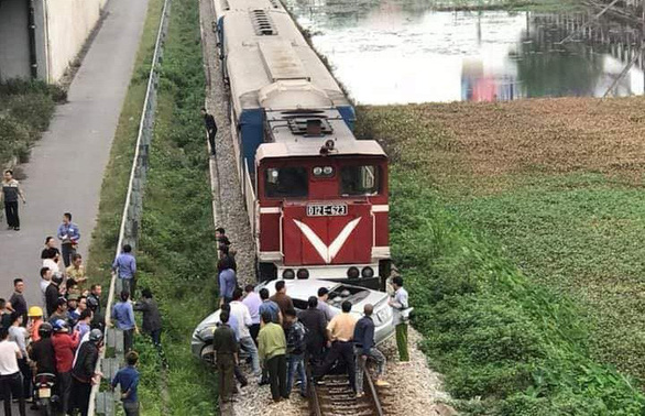 2 dead, 3 seriously injured in car-train collision in northern Vietnam