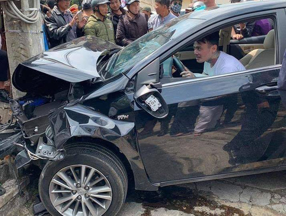 Nguyen Van Quoc after his car hit a utility pole in Da Lat City, March 14, 2019. Photo: Cong Lam / Tuoi Tre