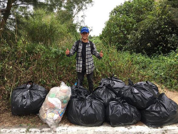 Huynh Ba Luc in Da Nang collects trash at Son Tra Peninsula. Photo: Supplied