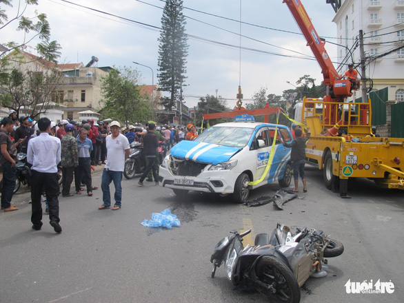A taxi and motorbike hit by Nguyen Van Quoc's car on a street in Da Lat City, March 14, 2019. Photo: Mai Vinh / Tuoi Tre