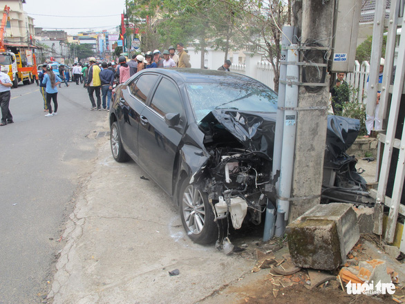 Nguyen Van Quoc's car following the accident in Da Lat City, March 14, 2019. Photo: Mai Vinh / Tuoi Tre