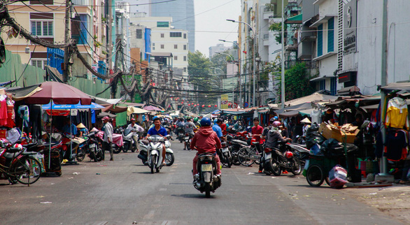 Shutdown of decades-old makeshift market affects 350 traders in downtown Ho Chi Minh City