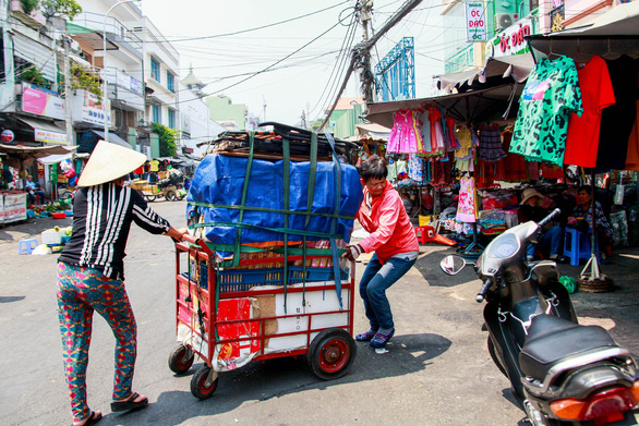 A family sets up a stall to begin selling their products.