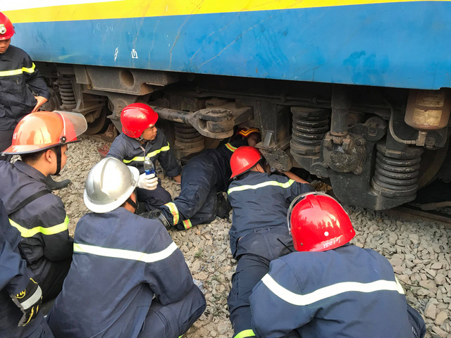 Man stuck under train plucked to safety in Ho Chi Minh City