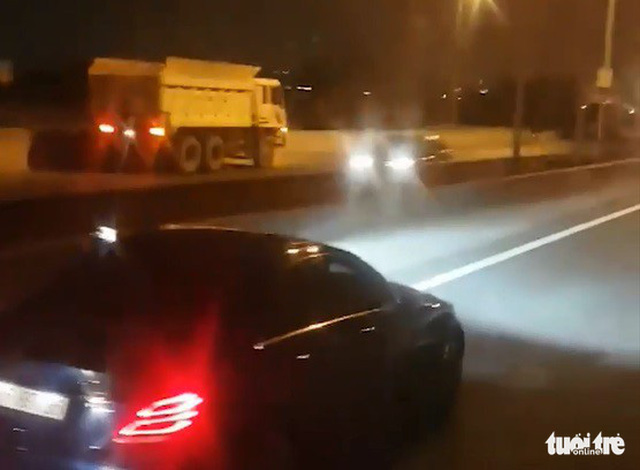 Dump truck caught driving wrong-way at night on expressway in southern Vietnam