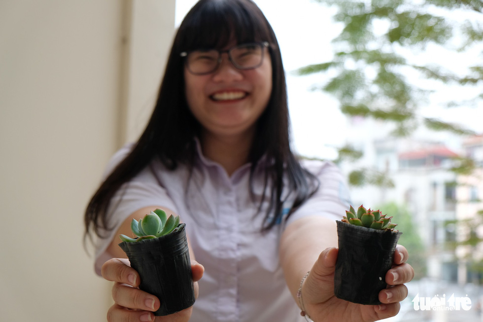 Nguyen Phuong Thao poses with her potted Mexican snowballs at her dorm room in Hanoi, Vietnam. Photo: Nam Tran / Tuoi Tre