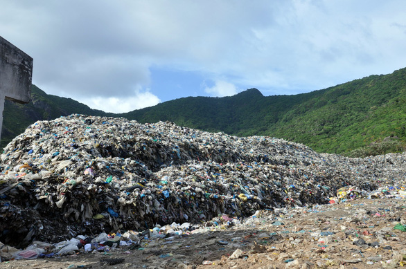 Vietnamese islands under threat from lack of garbage treatment
