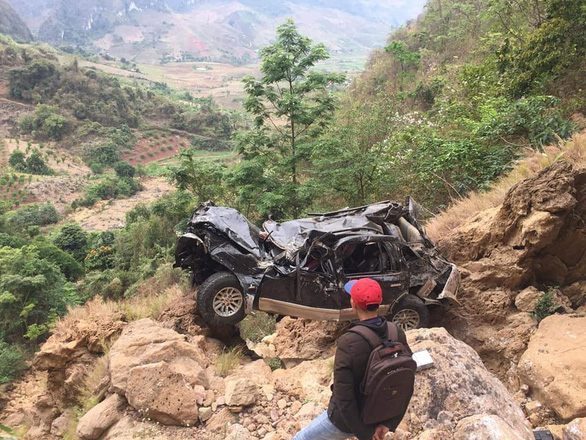 Driver killed, 11-yo girl injured as car plunges off cliff in northern Vietnam