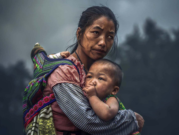 The photo captures a Vietnam's Hmong woman and her children. Photo: Edwin Ong Wee Kee