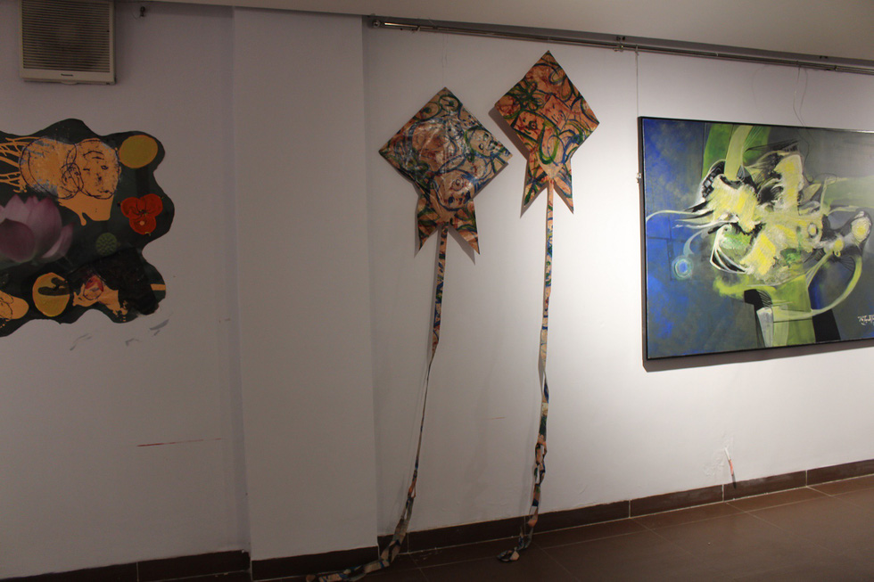 Paintings and installation are on display at the Da Nang Fine Arts Museum. Photo: Doan Nhan / Tuoi Tre