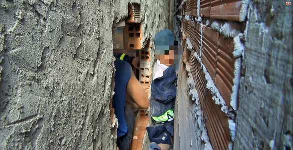 Vietnamese boy rescued after being wedged between walls for hour