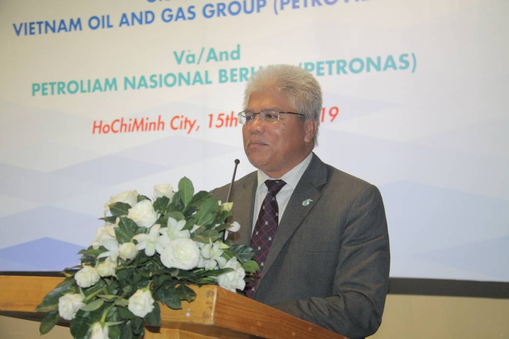 Maliki Kamal Yasin, vice president of Petronas, delivers a speech at the event.