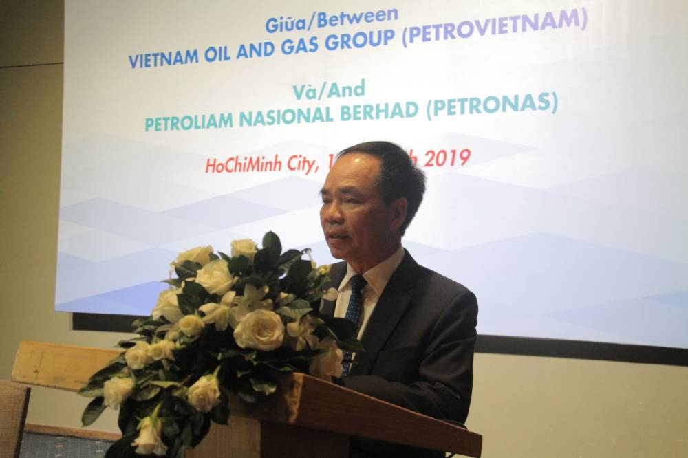 Nguyen Quoc Thap, vice president of Petrovietnam, delivers a speech at the event.