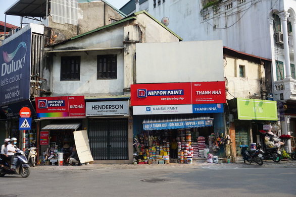 There is little to no footpath on this section of Nguyen Khuyen Street.