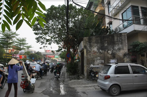 An old house is situated on the promenade of Nguyen Phong Sac Street.