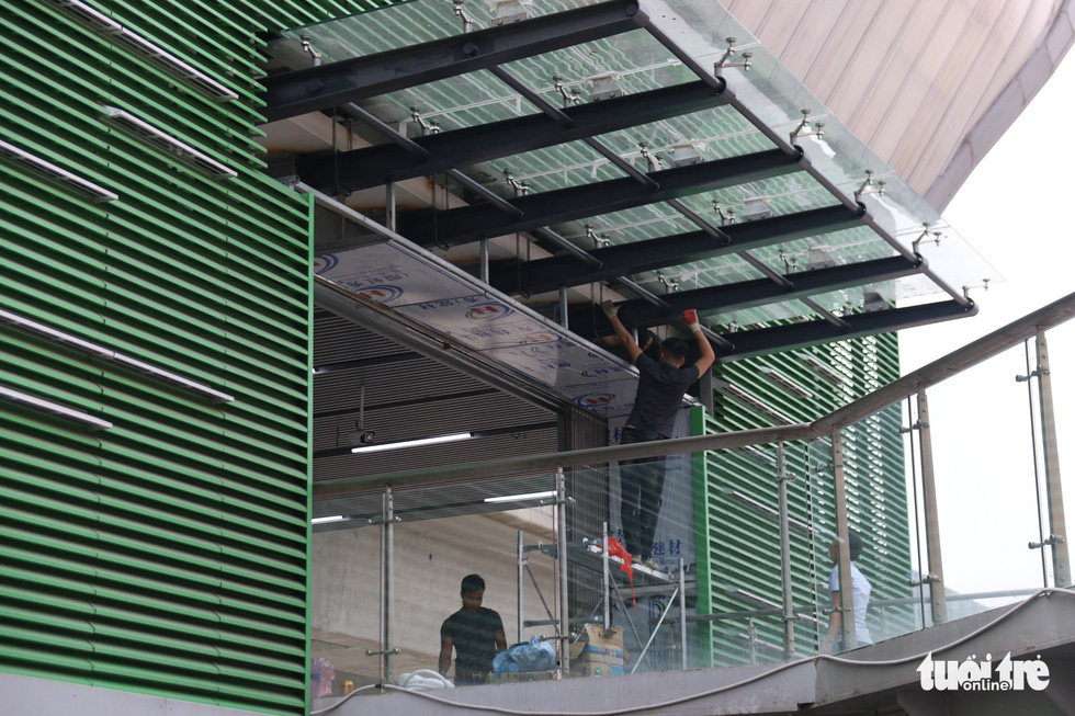 Workers install the roofing at a station of the Cat Linh – Ha Dong urban railway line in Hanoi. Photo: Mai Thuong / Tuoi Tre