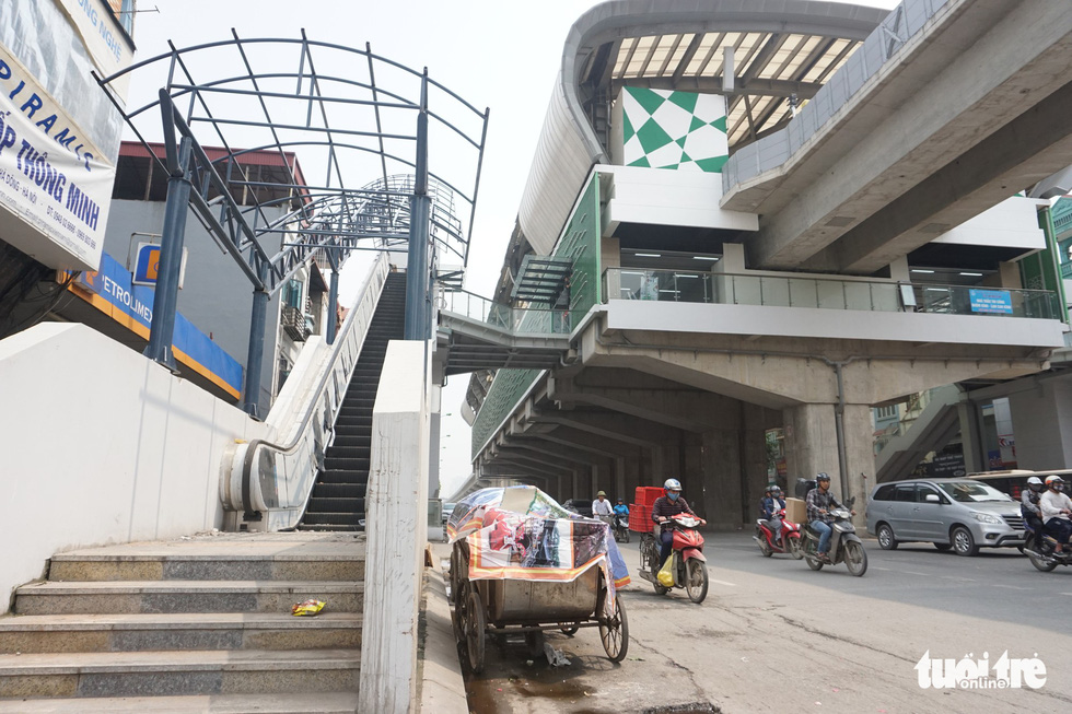 An escalator at the Van Quan Station of the Cat Linh – Ha Dong urban railway line in Hanoi remains unroofed as of March 2019. Photo: Nguyen Kha / Tuoi Tre