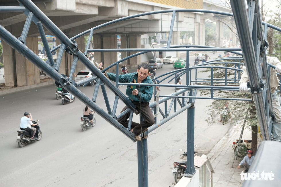 A worker installs the roofing at a station of the Cat Linh – Ha Dong urban railway line in Hanoi. Photo: Mai Thuong / Tuoi Tre