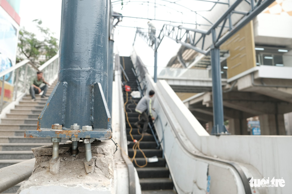 Signs of deterioration appear at a station of the Cat Linh – Ha Dong urban railway line in Hanoi. Photo: Mai Thuong / Tuoi Tre