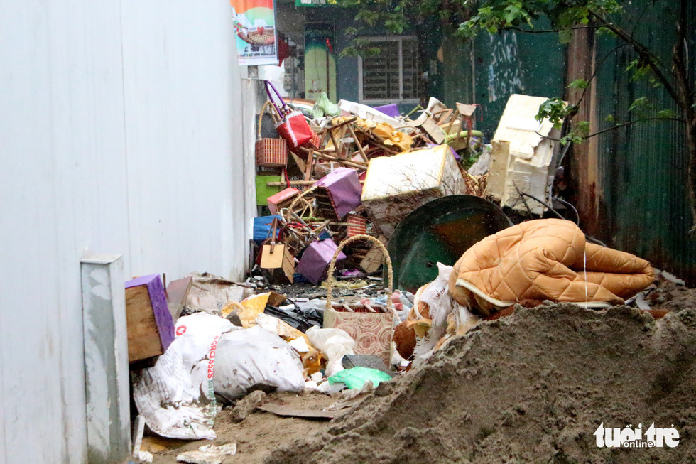 The foot of a station of the Cat Linh – Ha Dong urban railway line in Hanoi becomes a makeshift garbage dump for locals. Photo: Nguyen Kha / Tuoi Tre