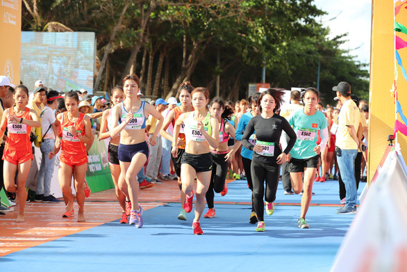 Thousands join marathon event on Olympic Day Run in Vietnam
