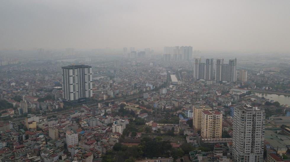 Sky turns dark as polluted air blankets Hanoi