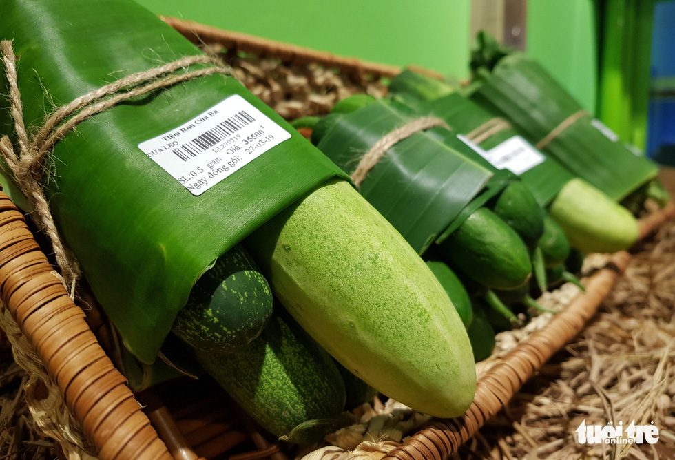 Cucumbers are seen being wrapped in banana leaves at Nguyen Anh Thao's store in Binh Thanh District, Ho Chi Minh City. Photo: Ngoc Hien / Tuoi Tre