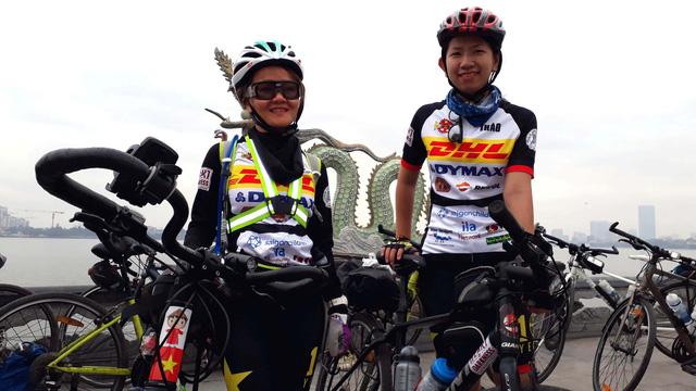 Two Vietnamese join int'l volunteers in Hanoi-Saigon fundraising bike ride