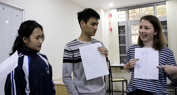 Foreigners help Vietnamese students overcome a fear of English
