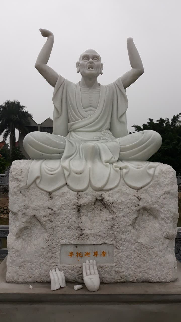 An Arhat statue at Khanh Long pagoda in Hanoi's Dong Anh District with its hands cut off. Photo: Le Duy Tuy