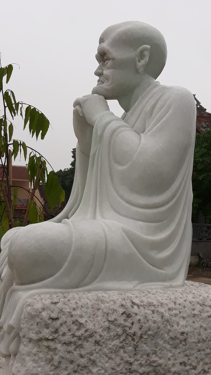 An Arhat statue at Khanh Long pagoda in Hanoi's Dong Anh District with its ear cut off. Photo: Le Duy Tuy