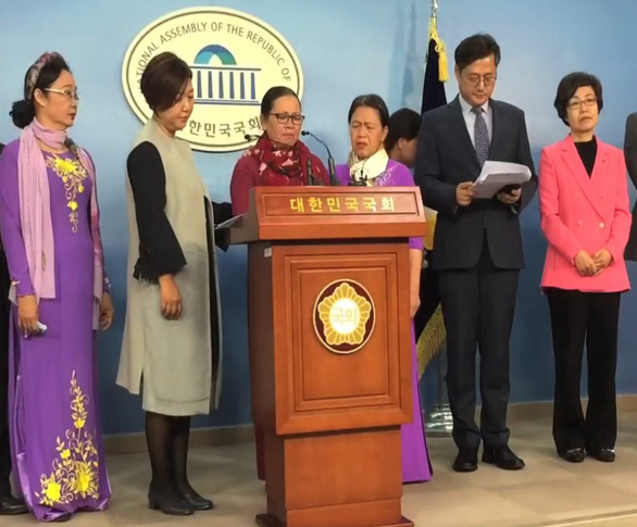 Vietnamese women receive peace award in South Korea