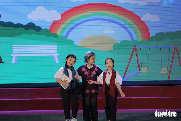 Contestants perform an adaptation of 'Grandma's Airplane' by Satoru Sato during the finale of the 'Reading for the Future' competition in Hanoi on April 7, 2019. Photo: Ha Thanh / Tuoi Tre