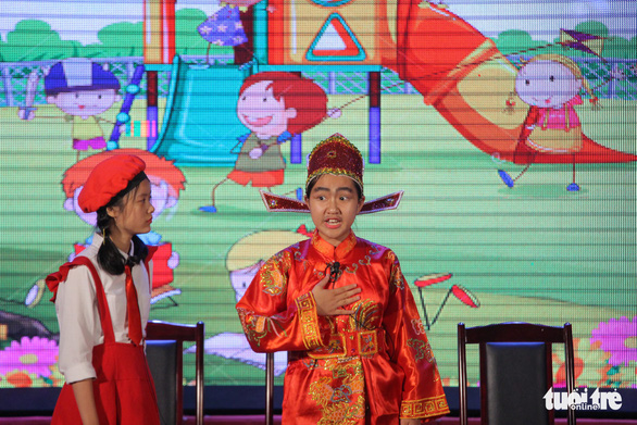 A contestant plays the role of a Vietnamese general during the finale of the 'Reading for the Future' competition in Hanoi on April 7, 2019. Photo: Ha Thanh / Tuoi Tre