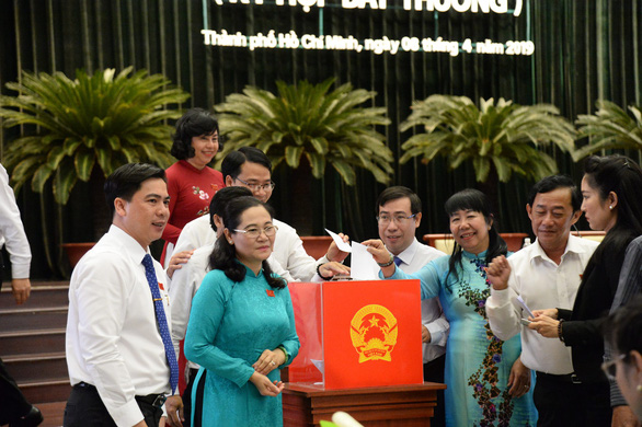 Delegates cast their votes during a meeting on April 8, 2019. Photo: Tu Trung / Tuoi Tre