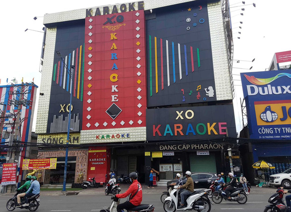 The XO karaoke bar on Truong Chinh Street in District 12. Photo: Minh Hoa / Tuoi Tre