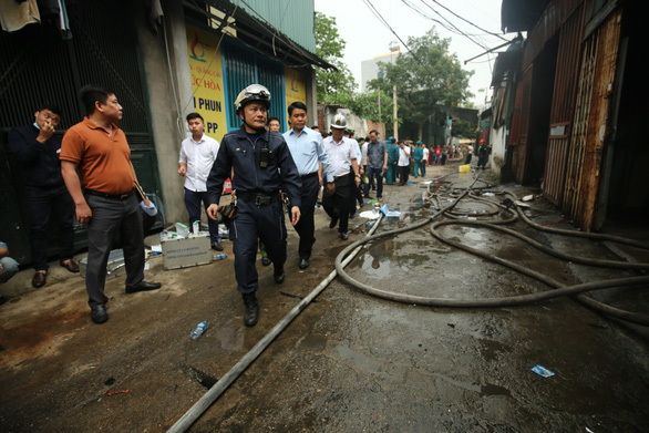 Authorities deal with the incident. Photo: M. Quang / Tuoi Tre
