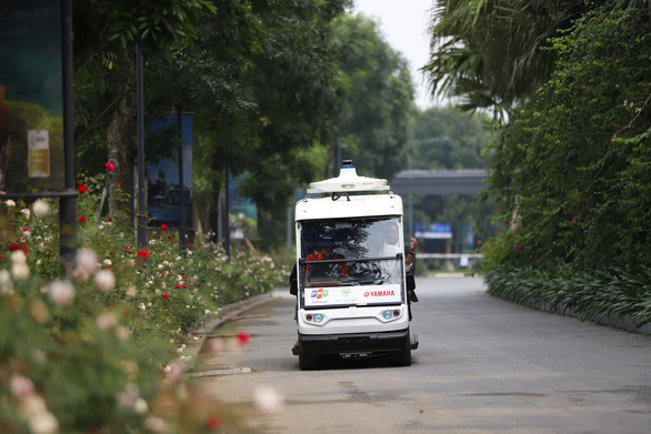 A self-driving shuttle runs at Ecopark Township in Hung Yen Province, northern Vietnam. Photo: Tuoi Tre
