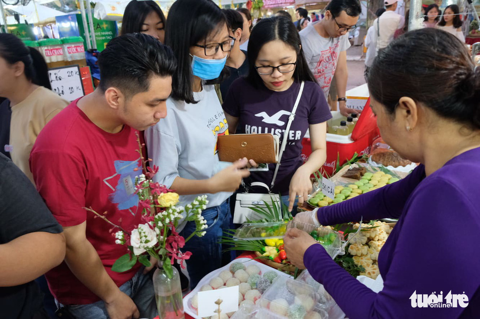 Visitors buy cakes at a food stall at the eighth Vietnamese Traditional Cake Festival in Can Tho City, southern Vietnam. Photo: Lan Ngoc / Tuoi Tre