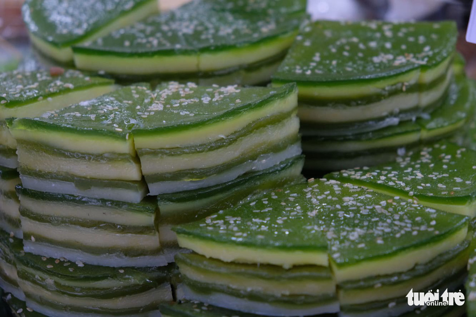 Banh da lon – a Vietnamese steamed layer cake made from tapioca starch, rice flour, mashed mung beans, taro, or durian, coconut milk and/or water, and sugar. Photo: Quan Nam / Tuoi Tre