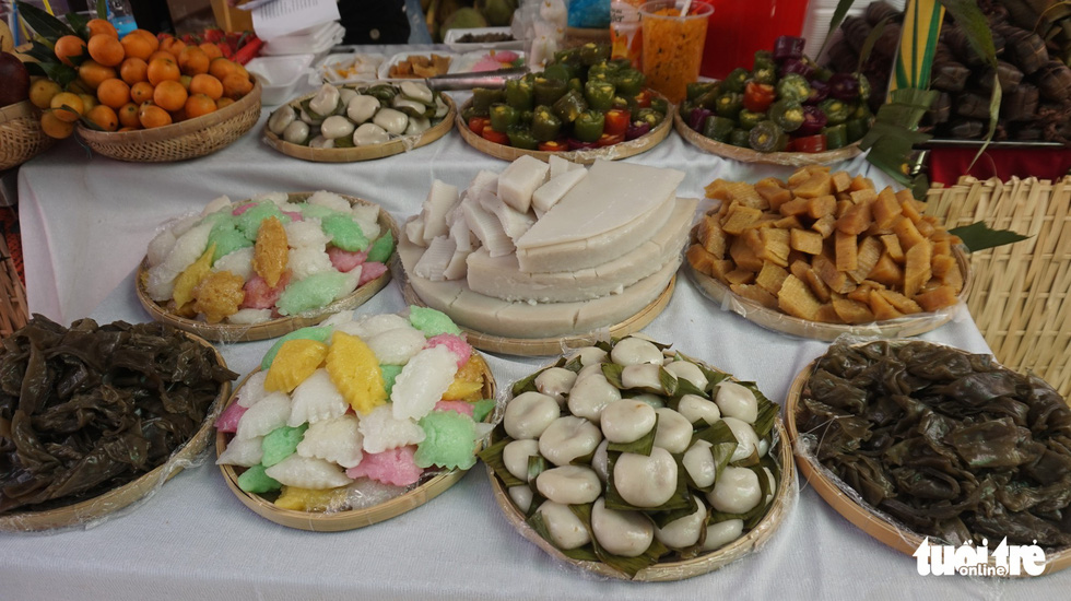 Vietnam Traditional Cake Festival a feast for tongue and eyes