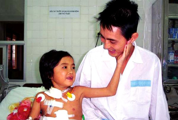 Nguyen Thi Diep, then nine years old, and her father after her liver transplant in 2004