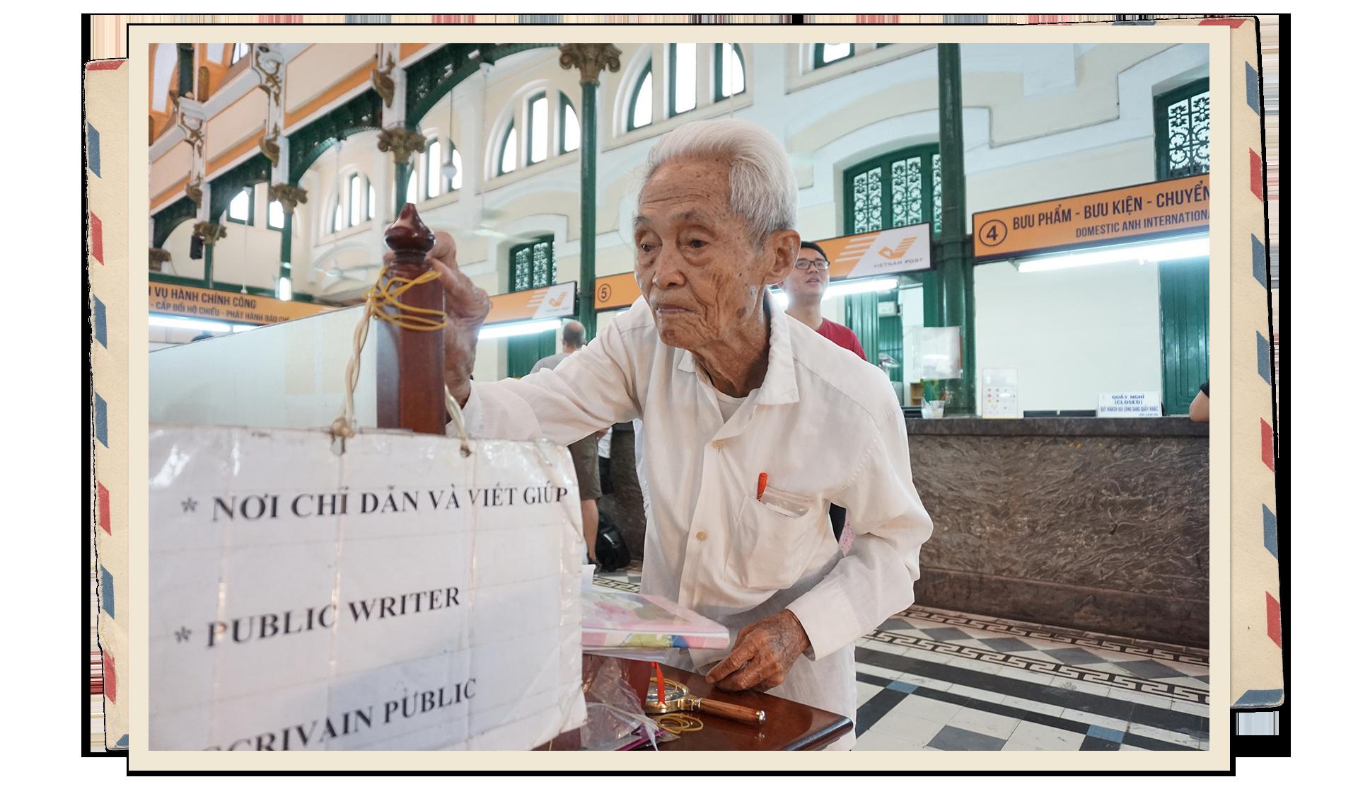 Saigon's last public writer still active at age 89
