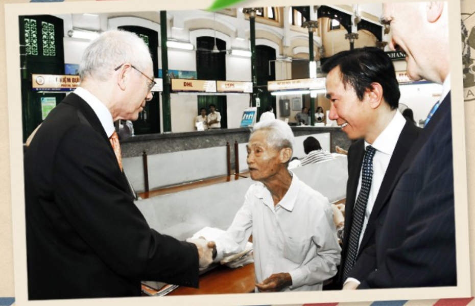 Duong Van Ngo shakes hands with the then President of the European Council Herman Van Rompu in 2012. Photo: Tuoi Tre