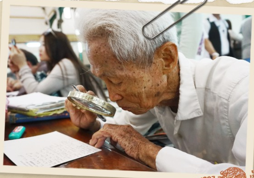 Duong Van Ngo is seen at work. Photo: Tuoi Tre