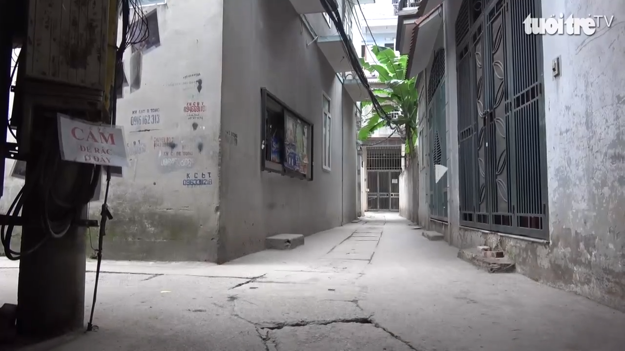 An alley in Hanoi is clean of garbage after implementing public shaming of illegal garbage dumpers in this still photo taken from a Tuoi Tre (Youth) newspaper video report.