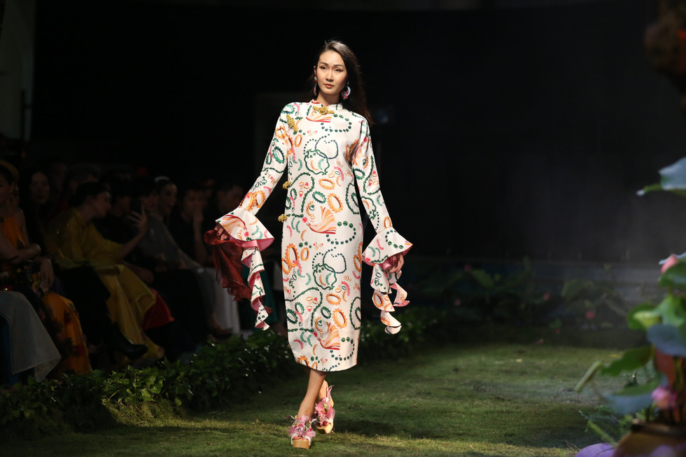 Fashion designer debuts collection inspired by Vietnam's famed folk paintings