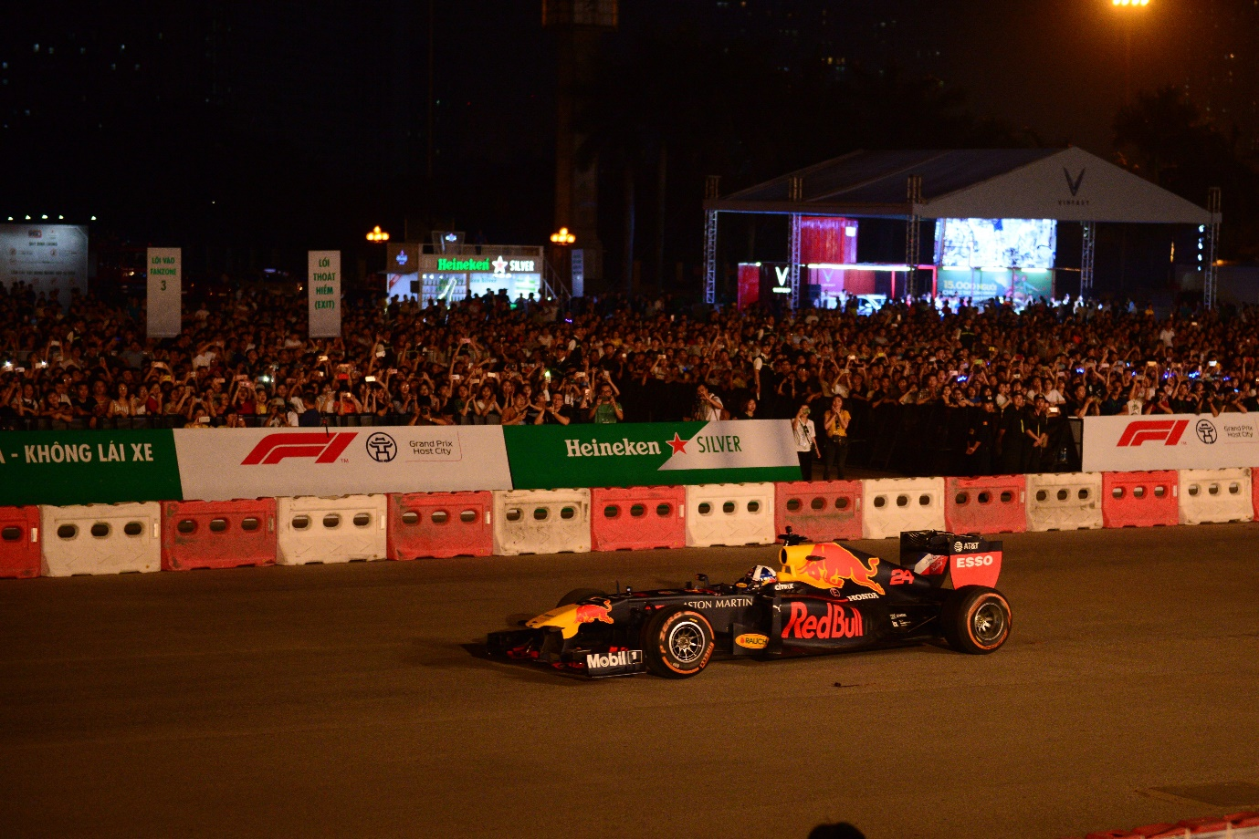 Heineken Silver brings extraordinary F1 experience to Hanoi