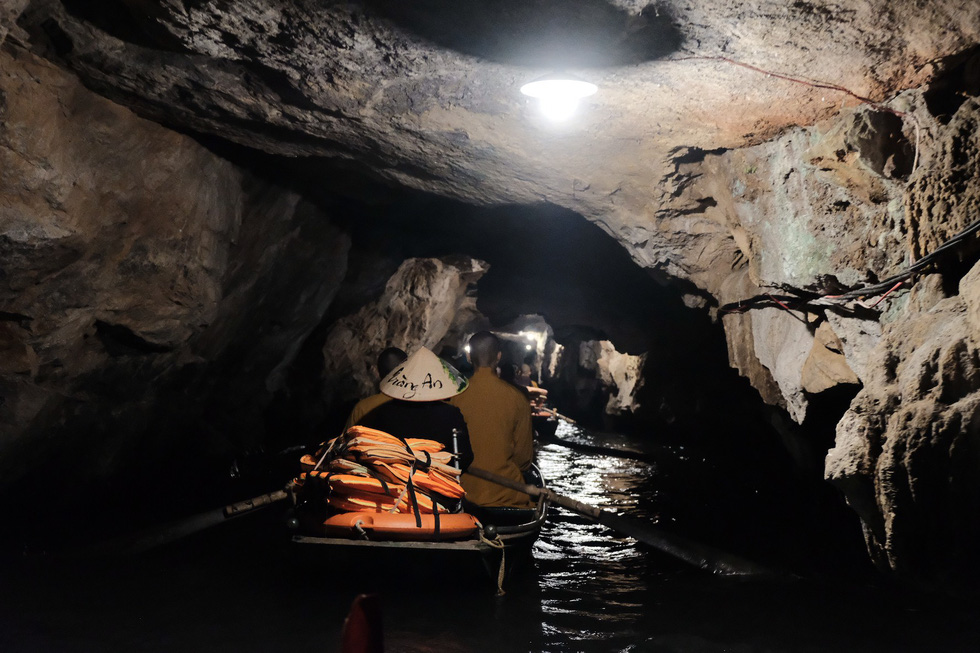 Inside a cave within the Trang An Landscape Complex. Photo: Mai Thuong / Tuoi Tre