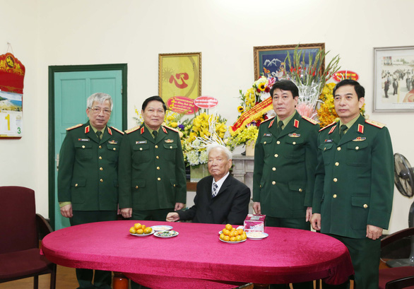 Former State President Le Duc Anh is pictured with leaders of the Ministry of National Defense in 2016. Photo: Vietnam News Agency